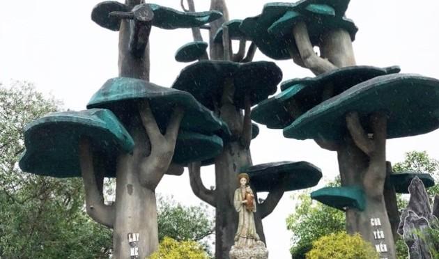 Nhà thờ Đức Mẹ La Vang: Lê Ngọc Huệ với quần thể tượng mười lăm sự mầu nhiệm Mân Côi